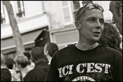 les hommes de montmartre ...... (ana_lee_smith) Tags: street portrait bw paris france macro lens photography candid sigma montmartre beercan pedestrians crowds f4 bastilleday july14th placedesabbesses analeesmith minoltaaf70210mm sonyslta33 icicest leshommesdemontmartre