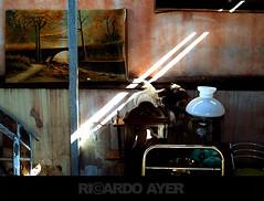 (RICARDO AYER) Tags: old luz wall quadro parede pintura antigo lustre raiodeluz ricardoayer compactadigital maquinacompacta