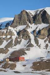Longyearbyen (jankurtjohansen) Tags: mountain snow sunshine canon eos svalbard longyearbyen 1100d