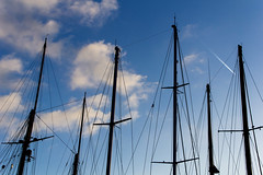 Masts (Joanna pictures this) Tags: barcelona blue sky port puerto boot harbor boat barco harbour himmel pole maritime rod mast maritim