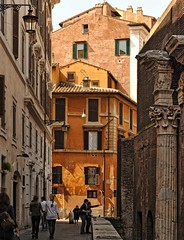 the yellow house... (sermatimati) Tags: roma casa nikon centro pantheon giallo obama turisti thewhitehouse storia archeologia gialla sermatimati πάνθεονἱερόν
