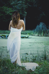 Charlotte B Modell (YelennaPhotographie) Tags: portrait nature robe lac dos foret blanc bois drap