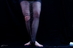 4/52 {hilvanndome...  |  baste me} (Hormiga Verde) Tags: legs sewing hilo medias piernas basting pantys hilvn