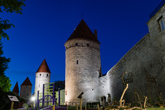 Walls of Tallinn (Maxpack81) Tags: city tower wall canon photography eos tallinn estonia fotografie photographie medieval m3 turm estland blaue fotographie mittelalter photografie stunde