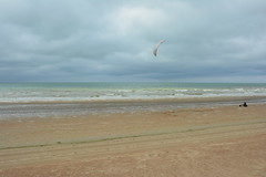 kite in the clouds. (Azariel01) Tags: mer kite beach clouds see belgium belgique belgie north zee nuages buggy plage nord noord koksijde 2016 coxyde buggie changingweather tempschangeant ailedetraction tractionwing