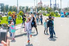 DSC_0338 (sergeysemendyaev) Tags: show children fun happy spring russia adler bubbles iridescent olympicpark sochi 2016   bigbubbles         sochiautodrom soapbubblesshow