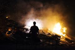 El maestro del fuego (JC Arranz) Tags: barcelona españa noche fiesta fuego cataluña hogueras verbena de san juan