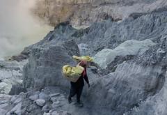 Start of the trek out of the volcano. (JohnMawer) Tags: indonesia volcano java jawatimur ijen sempol