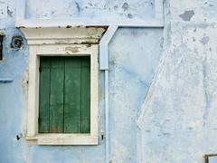 Ventana de Burano (John LaMotte) Tags: ventana venecia venezia venice window janela burano fachada fentre infinitexposure italia azul