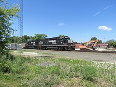 NS Chicago Line / CP 464 East (codeeightythree) Tags: railroad train ns machinery freight excavator norfolksouthern geep laporte laporteindiana gp60 norfolksouthernrailroad bo8 localfreight coiltrain norfolksouthernchicagoline