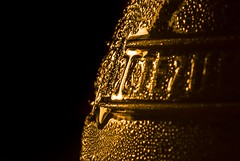 Cold Effect Macro (lukeshepherd875) Tags: light black cold macro sol wet beer lamp gold one droplets close drink f16 manual improvised bellows
