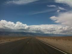 de Las Vegas al Yosemite Park, muuchos kilómetros por el desierto, por momentos re solos en el medio de la nada, je! Hasta que comenzamos a llegar a las montañas nevadas :)
