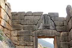 La puerta de los leones / The Lions Gate (Hesanz photography.) Tags: mountain canon greek eos site puerta gate rocks europa europe day greece grecia lions montaa archaeological da rocas mycenae sitio leones peloponnese peloponeso micenas arqueolgico griegos greekculture 60d culturagriega