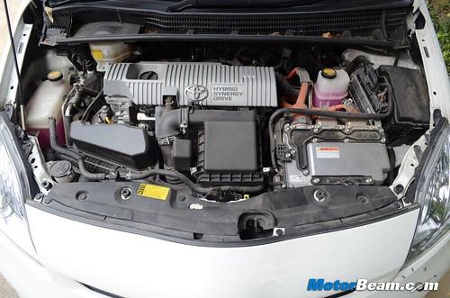 2013-Toyota-Prius-20