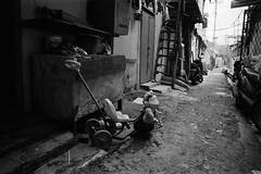 A Little Creepy (Eyes are erased) 〜ちょっと不気味 (Purple Field) Tags: street bw slr film monochrome bicycle analog 35mm walking indonesia alley fuji minolta zoom iso400 28mm jakarta 400 neopan dynax alpha tamron 散歩 自転車 presto 路地 α モノクロ 白黒 インドネシア 富士 銀塩 ミノルタ フィルム ズーム タムロン アルファ アナログ 一眼レフ 507si canoscan8800f ジャカルタ maxuum ネオパン stphotographia プレスト 28mm固定