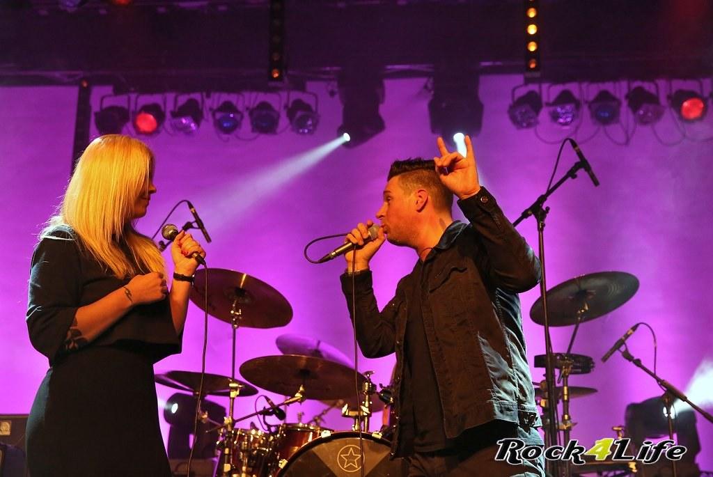 Tribute Rocknight        08-02-2014          U2 & Anouk (19)