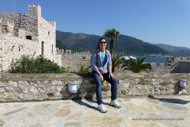 Sentada descansando en la fortaleza
