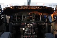 Air Algerie Boeing 737-8D6 - 7T-VKD (Cockpit) (Chris Jilli) Tags: vienna airport air flight cockpit deck international boeing algerie flightdeck vie 737800 loww 7378d6 7tvkd