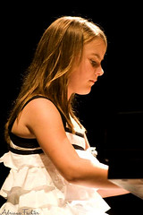 af0712_6313 (Adriana Fchter) Tags: people music black reflection art girl canon keys key museu play retrato board mullet mulher piano grand musical yours musica instrument pianos menina municipal comunidade morgana