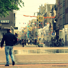 Amsterdam city scene (2) (Amsterdam RAIL) Tags: city people fountain amsterdam candid human stadt fontaine ville stad mensen haarlemmerplein fontein