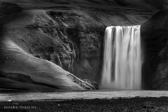 Skogafoss (B&W)   Iceland (Joseba Grajales) Tags: bw mountain water monocromo waterfall iceland islandia agua nikon soledad montaa cascada skogafoss nikond750