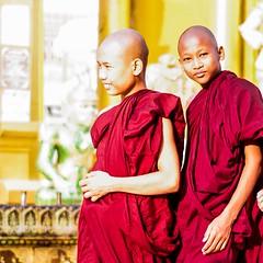 IMGP6663 (Montre ce qu'il voit!) Tags: portrait people colors landscape gold golden julien asia pentax couleurs yangon burma religion buddhism myanmar asie mm paysage budda vidal gens k5 birmanie boudhisme myanmarbirmanie yangonregion