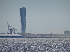 (*Petrine*) Tags: blau lomma malm meer ostsee schweden turningtorso wolkenkratzer