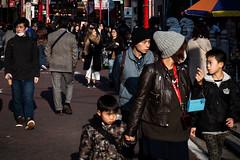 Parade diurne (Dan Bouteiller) Tags: street city people urban streets japan kids canon children eos japanese 50mm tokyo photo kid chinatown child streetlife streetscene 50mm14 5d canon5d yokohama rue japon  ville japonais streetshot photoderue  5d2 5dmk2 chugakai