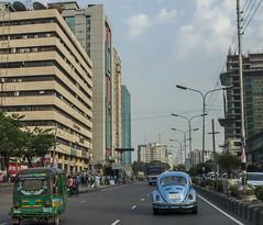 Volkswagen Beetle in Dhaka (ASaber91) Tags: city volkswagen dhaka bangladesh bazar karwan