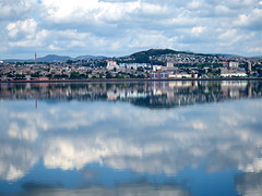 Dundee (nz_willowherb) Tags: weather reflections scotland fife dundee calm estuary tay lowwater highpressure wormit