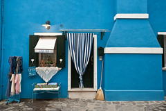 Blue house (SLpixeLS) Tags: italy italie italia venise venezia burano house maison blue bleue frontage faade graphic graphique color couleur casablu
