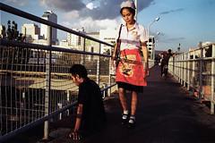 * (Sakulchai Sikitikul) Tags: street leica sunset film 35mm thailand kodak streetphotography snap summicron 200 songkhla ttl m6 hatyai 085