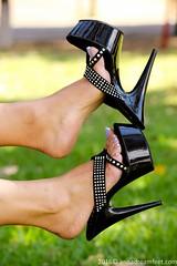 IMG_1479 (Anas feet) Tags: woman feet girl foot mujer toes pies heels soles dangling
