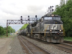 Norfolk Southern Chicago Line / CP 466 East (codeeightythree) Tags: railroad ns indiana transportation signal freight freighttrain laporte laporteindiana signalbridge norfolksouthernrailroad fastfreight norfolksouthernchicagoline mainlinerailroading