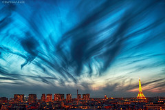 Cirrus Parisiens (bertrand kulik) Tags: city light sky cloud france weather night canon eiffeltower nuage nuit ville mto bertrandkulik