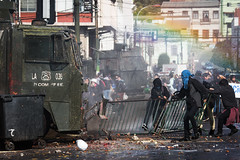 (. . .) Tags: chile street red people yellow arcoiris valparaiso riot rainbow protest photojournalism press marcha 2016 estudiantil