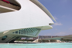 Valencia - City of Arts and Sciences 44 (Romeodesign) Tags: bridge santiago valencia architecture modern spain opera empty side calatrava ciudaddelasartesylasciencias flixcandela cityofartsandsciences 550d elpalaudelesartsreinasofa puentedemonteolivete