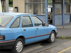 Blue on Blue (Lady Wulfrun) Tags: blue ford car may sierra retro kiosk gatehouse fordsierra 2013