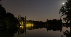 Seehaus bei Nacht (juampatronics) Tags: summer reflections germany munich mnchen bayern deutschland see nightshot sommer verano alemania nachtaufnahme biergarten seehaus spiegelungen juampatronics