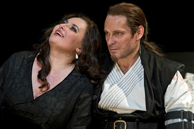 "Simon Keenlyside as Macbeth and Liudmyla Monastyrska as Lady Macbeth in Phyllida Lloyd's production of Macbeth. The Royal Opera 2011. <a href=""http://www.roh.org.uk"" rel=""nofollow"">www.roh.org.uk</a>"