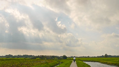 At the bridge (andzwe) Tags: world bridge copyright sun netherlands dutch bike clouds marketing © nederland monopoly biker rays curve reza wanneperveen giethoorn dutchlandscape dutchvenice wildcard fz50 hereandnow bocht molengracht panasonicdmcfz50 ondernemer panasoniclumixdmcfz50 andzwe ©andzwe hollandsvenetië tussenwanneperveenengiethoorn bovenboersepad veniceofholland welofnietafstappen bovenboerseweg ©andzwe gabriëllaesselbrugge wereldeditie