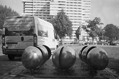 pg.42 - Hein Sinken - Windspiel (masine) Tags: sculpture film analog blackwhite nuremberg skulptur expired schwarzweiss nürnberg windspiel werra wöhrdersee norikus tessar28 orwopan25 heinsinken symposionurbanum