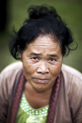 Lao woman - Laos (Steven Goethals) Tags: travel portrait people woman eos asia culture peoples explore human asie laos ethnic lao visage indochine indochina ethnology donkhong ethnique goethals stevengoethals vision:people=099 vision:face=099 vision:portrait=099