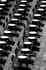 """Venezia: uno....spartito"" (Davide Zappettini) Tags: venice bw venezia bianconero agfascala canoneos3 blackandwhyte dragongoldaward canonimagination thegreatimage davidezappettini zappettinidavide fotografisalsomaggiore photosofveniceinblackndwhyte baredenfotografiitaliani"
