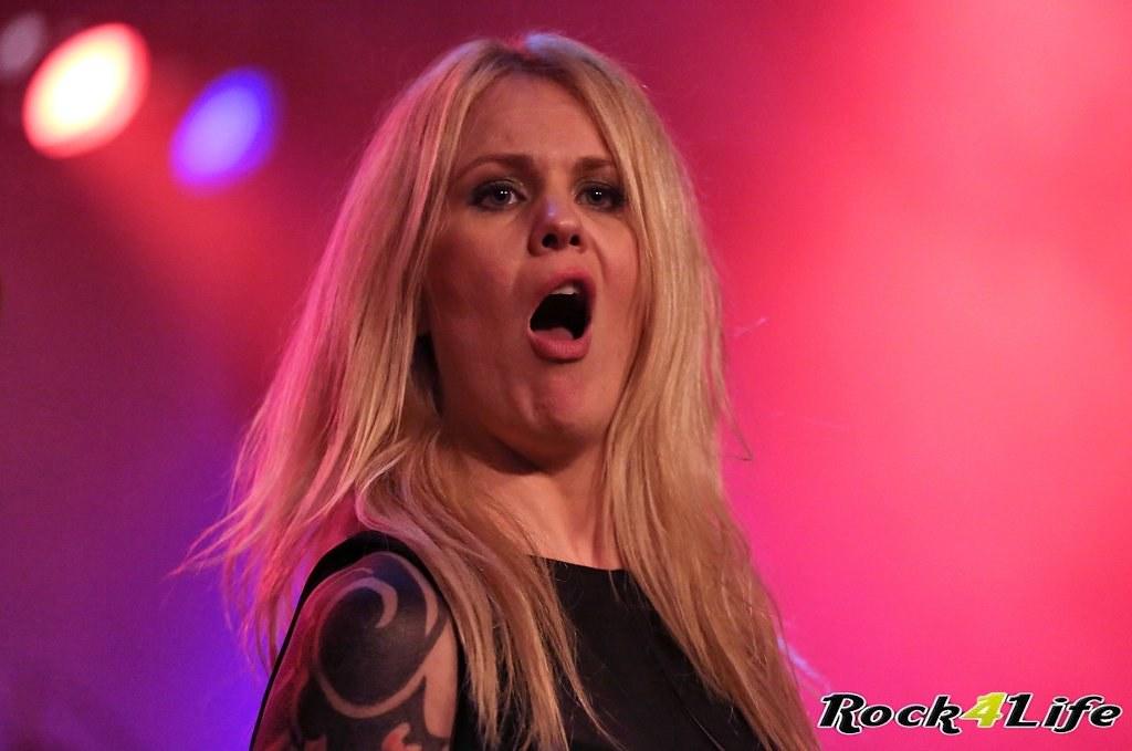 Tribute Rocknight        08-02-2014          U2 & Anouk (50)