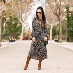 Un vestido de flores siempre es un acierto para un look #boho chic Buensimas noches Good night igers!  A pretty floral dress always works in a boho chic outfit. You have a (WOWS_) Tags: beauty fashion moda belleza streetstyle