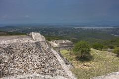 En Xochicalco (fredylp) Tags: indgenas mxico 35mm indigenous morelos prehispanic xochicalco canon35mm prehispnicos canon35mmeff2 5dmkii