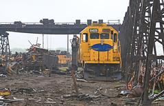 Final days (GLC 392) Tags: santa railroad rain rock metal burlington train island illinois steel parts railway days il equipment national final fe northern scrap deadline silvis emd nre 6475 sd452 nrex sd452u