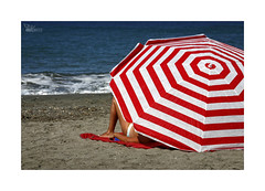 Playeando... (ngel mateo) Tags: espaa woman beach umbrella andaluca mujer spain sand wave playa towel arena shore andalusia sombrilla almera cabodegata ola mediterraneansea orilla toalla marmediterrneo ngelmartnmateo ngelmateo