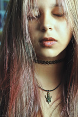Pink Hair (TheJennire) Tags: camera pink light portrait people luz face fashion self canon hair cores photography 50mm photo colours foto close pastel young style colores teen indie fotografia pinkhair camara cabelo choker pelo cabello supernatural spn tumblr pastelhair samulet